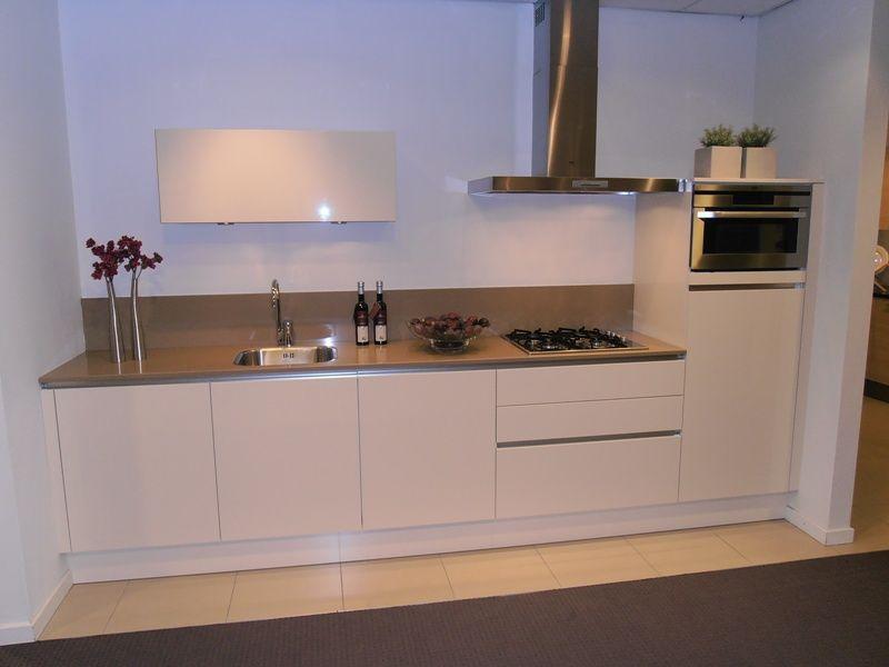 ... van Nederland!  Greeploze keuken in magnolia hoogglans [45503