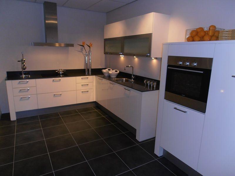De voordeligste woonwinkel van nederland witte hoogglans design keuken - Witte keuken met zwart werkblad ...