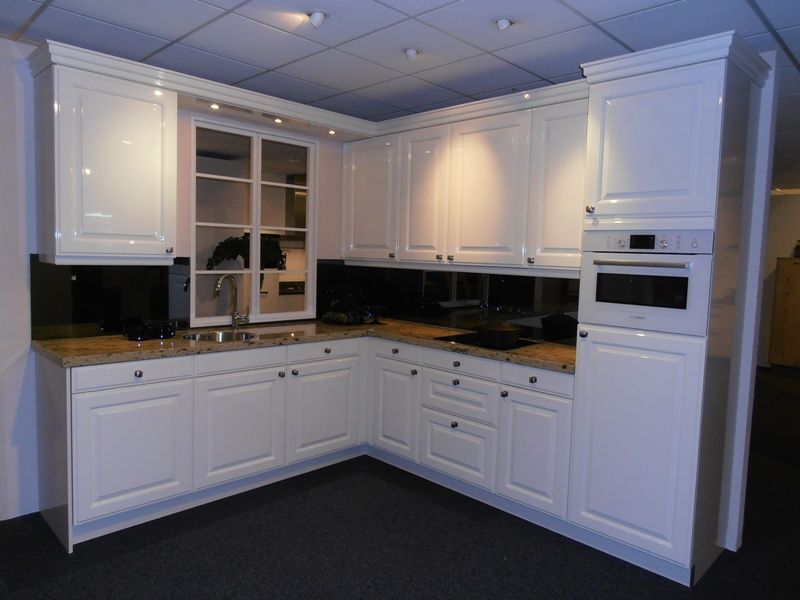 Nostalgische keuken in hoogglans wit [45608]