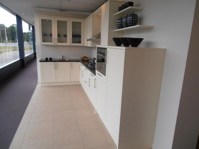 Cottage keuken met eiland op maat en granieten werkblad ~ consenza ...