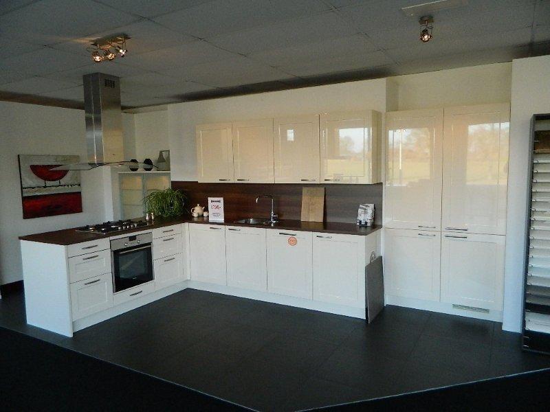 De voordeligste woonwinkel van nederland mooie hoogglans keuken 48161 - Afbeelding van keuken amenagee ...