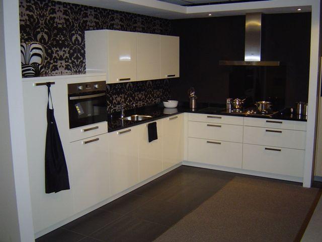 Met zwart keuken - Witte keuken met zwart werkblad ...
