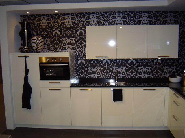 Witte Keuken Met Zwart Werkblad : moderne keuken met granieten werkbladAangeboden in verband met