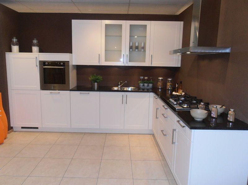 Cottage Keuken Met Eiland Op Maat En Granieten Werkblad ~ ConSEnzA for ...