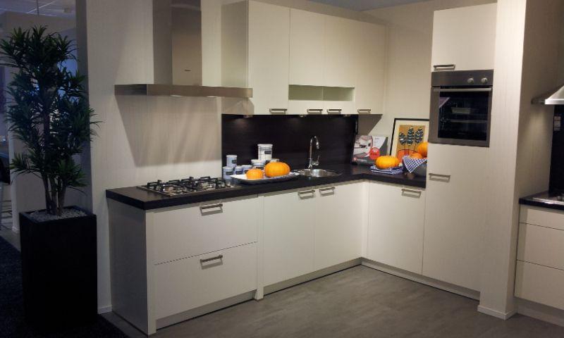 De voordeligste woonwinkel van nederland moderne hoekkeuken 45019 - Modern keukenmodel ...