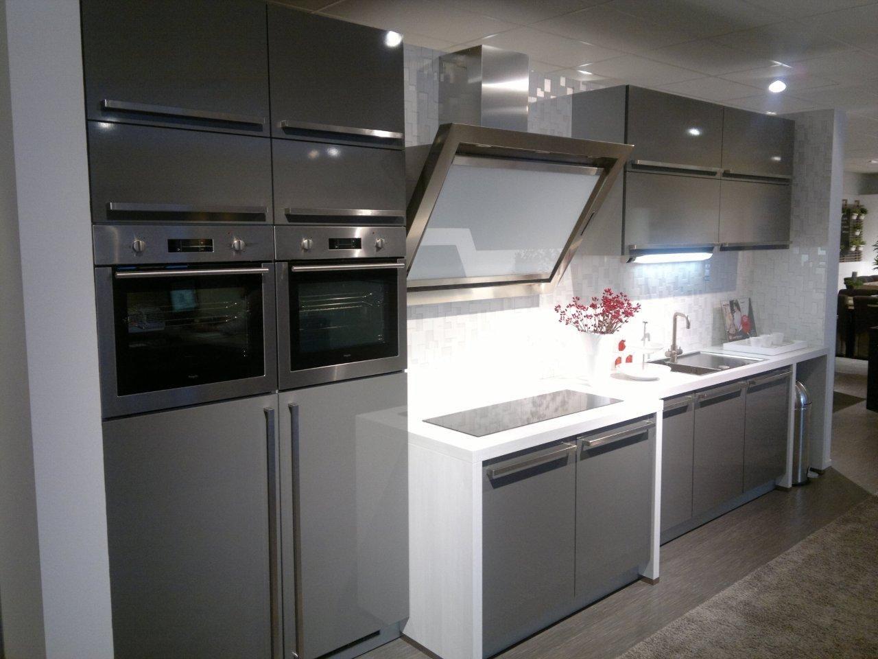 Keuken Design : moderne design keuken 45023 deze strak ogende keuken ...