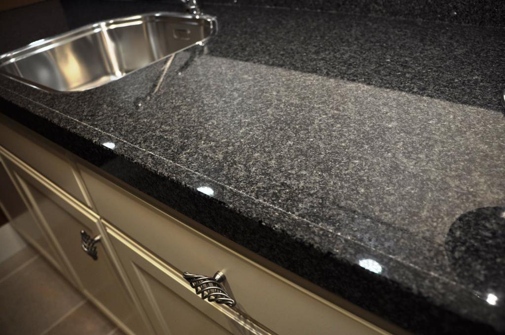 Keuken Plint Rvs : rechte keuken firenze 48892 bijzonderheden natuursteen blad keuken