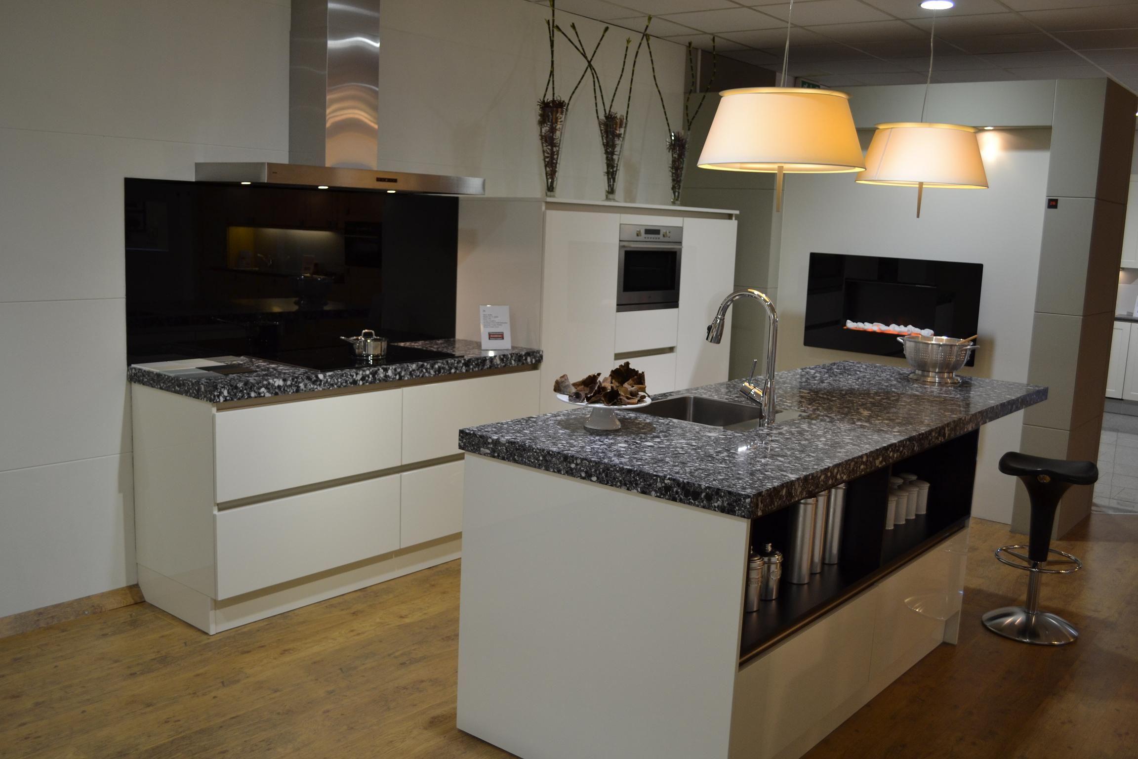 Afmetingen Keuken Kookeiland : keller keuken wit hoogglans 42816 deze keuken is van het merk keller