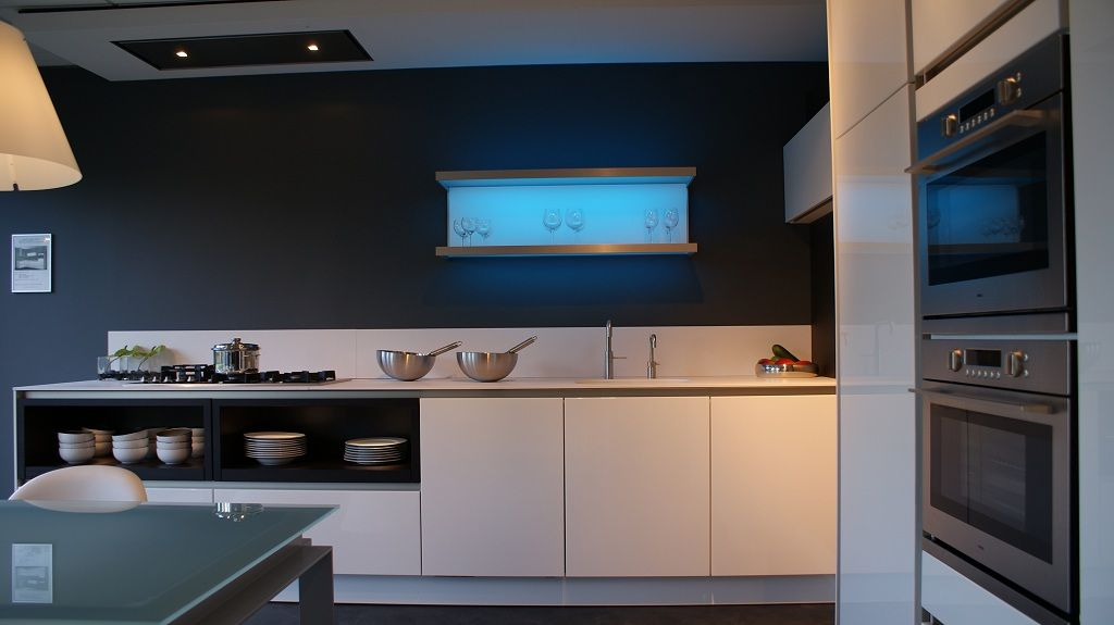 Siematic Keuken Outlet : Zeer mooi SieMatic keuken te koop:Model: SieMatic S2 Greeploos Kleur