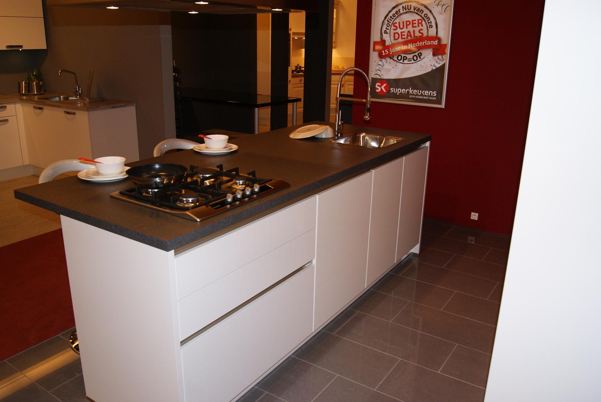De voordeligste woonwinkel van nederland wit hoogglans keuken 35835 - Model keuken wit gelakt ...