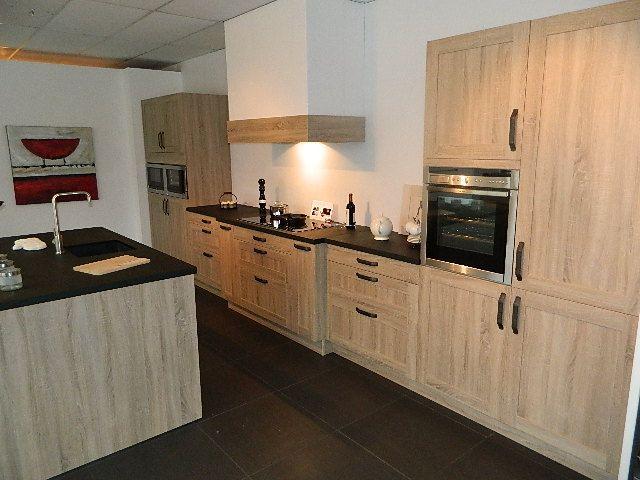 Keuken zwart met hout - Redo keuken houten ...