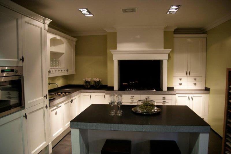 De voordeligste woonwinkel van nederland oxford wit showroommodel 28207 - Model keuken wit gelakt ...