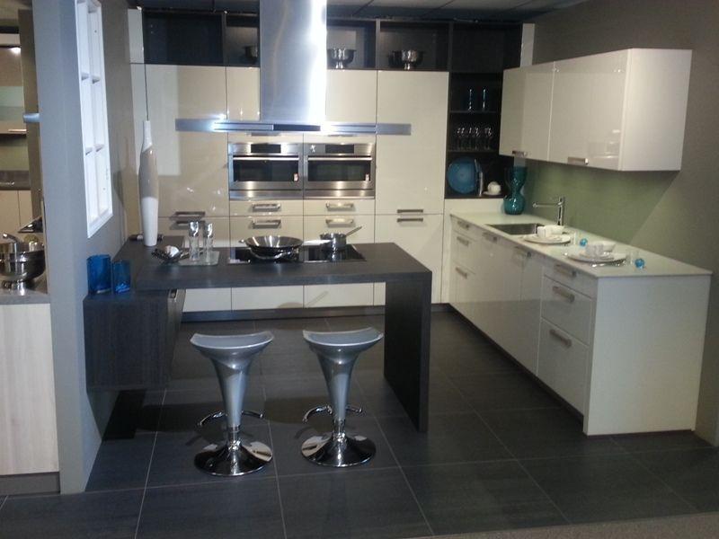 Schiereiland Keuken Showroom : woonwinkel van Nederland! Moderne hoogglans gelakte keuken [43048