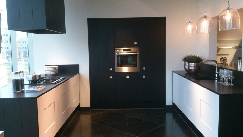 De voordeligste woonwinkel van nederland zwart witte keuken 49429 - Witte keuken met zwart werkblad ...
