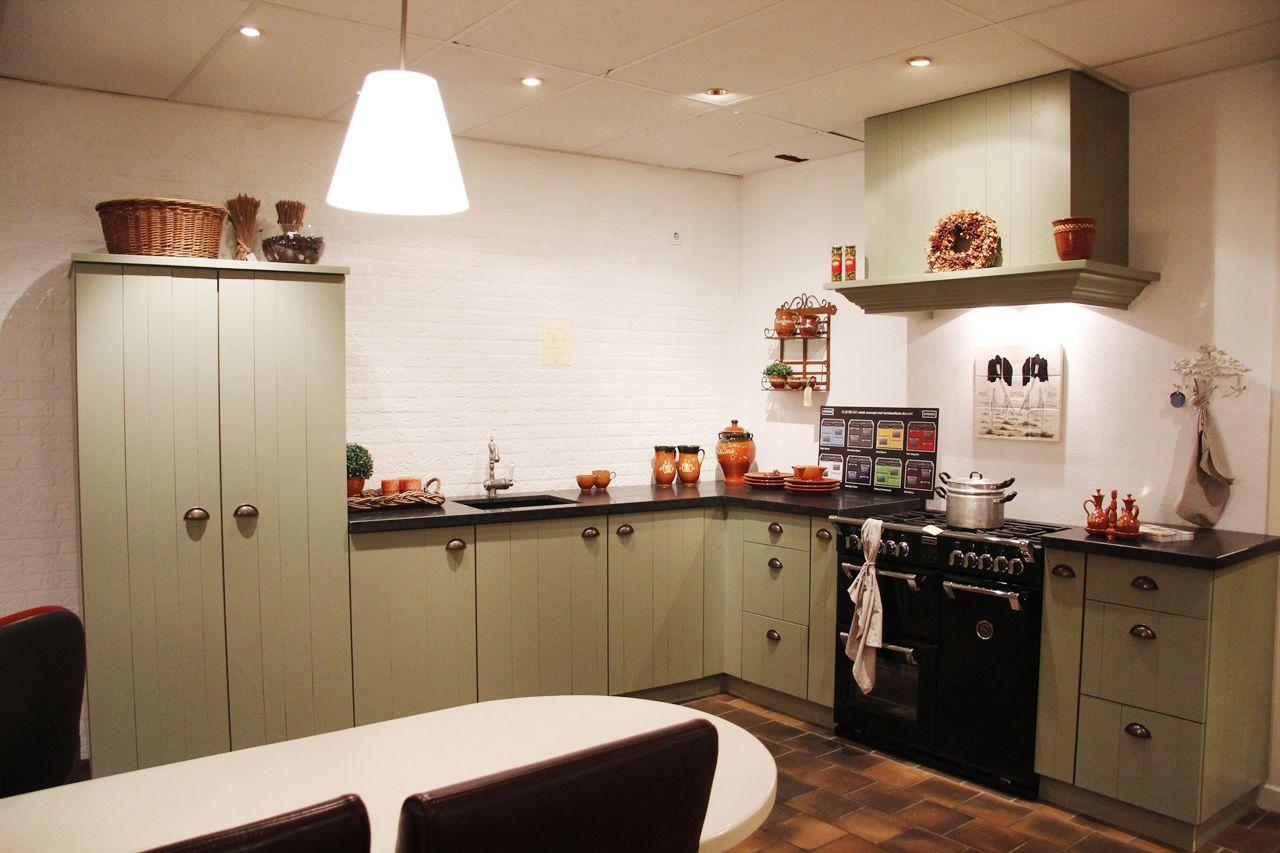 Keuken Grijs Groen : landelijke keuken groen geplankt 50107 ambachtelijke keuken kooinummer