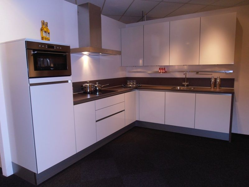 De voordeligste woonwinkel van nederland hoogglans witte greeploze - Kleur witte keuken ...