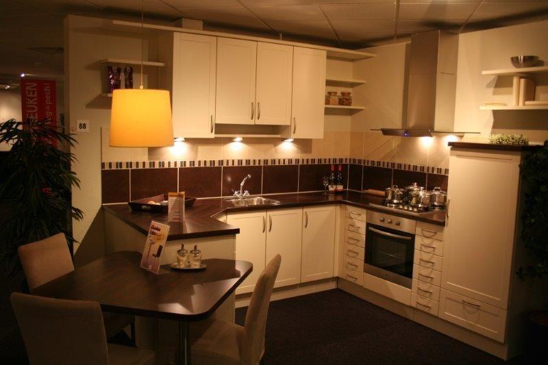 De voordeligste woonwinkel van nederland gezellige u keuken a88 50300 - Gezellige keuken ...