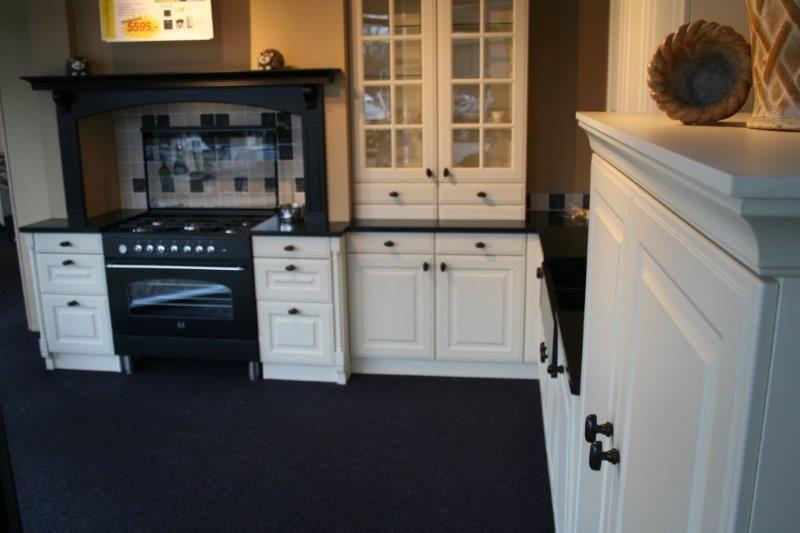 Grote Keuken Showroom : tijdloze klassieke keuken a115 50314 tijdloze klassieke keuken met een
