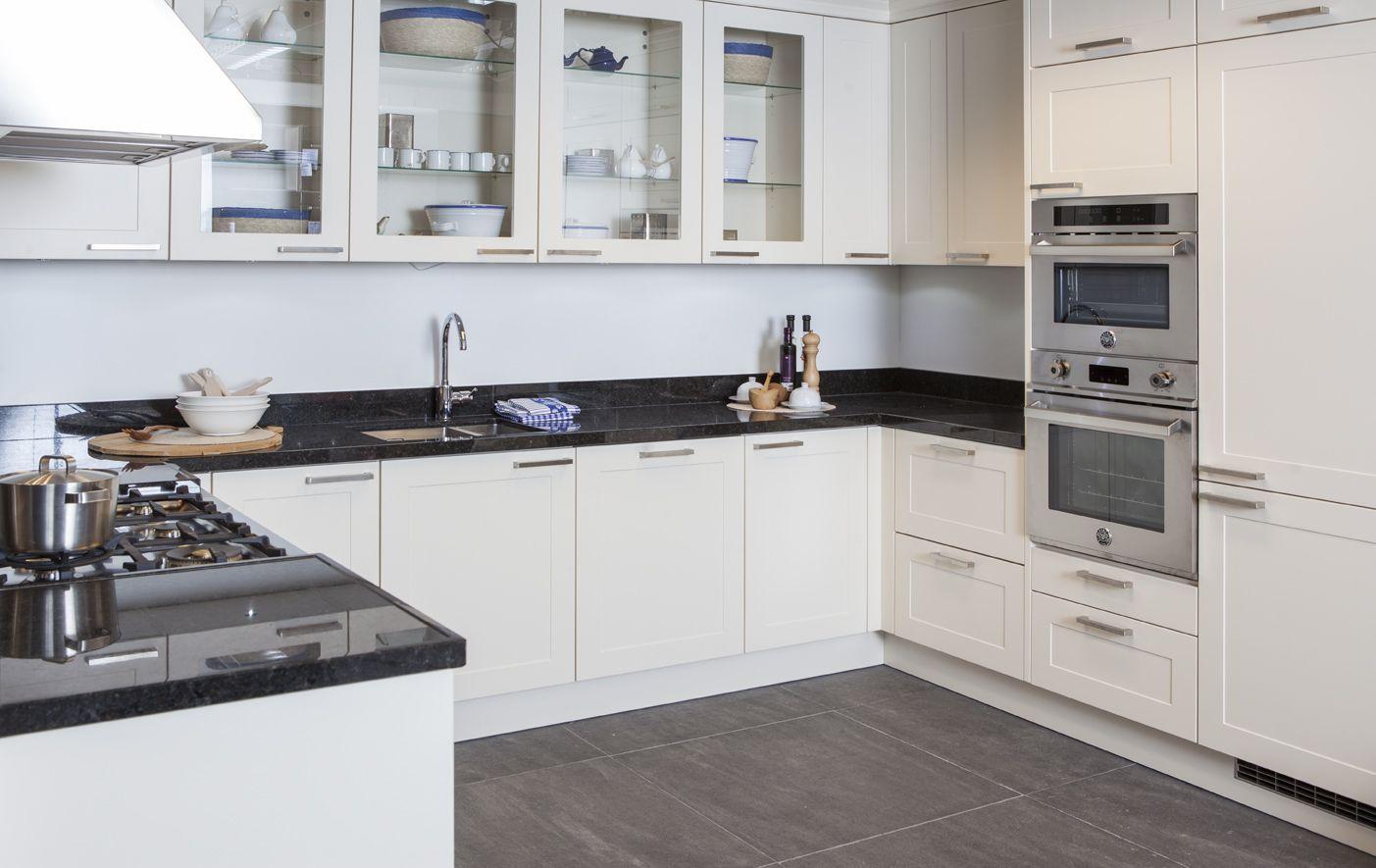 Keuken Afmetingen : zeer complete u keuken 48773 complete u keuken met granieten werkblad