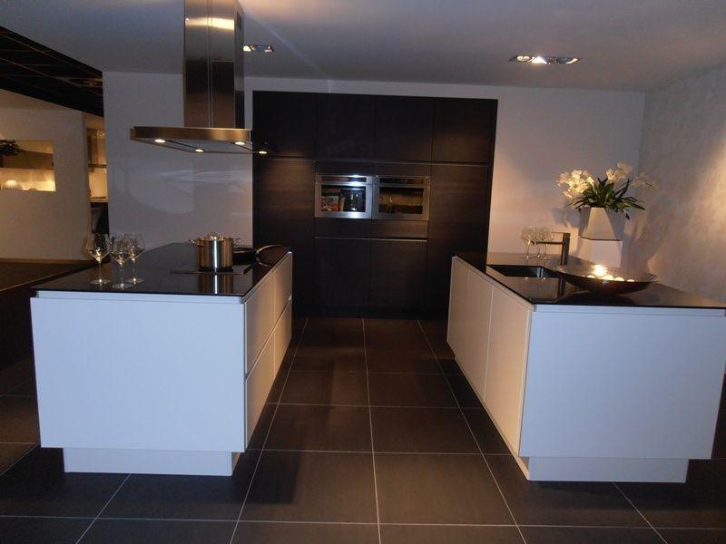 Keuken Kastenwand Hout : van Nederland! Keuken met dubbel eiland in wit met hout [50421
