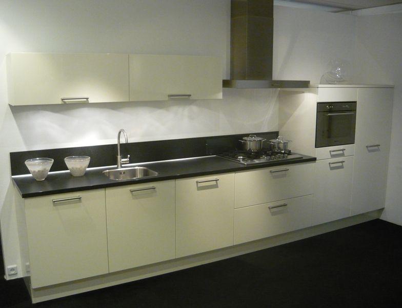 ... woonwinkel van Nederland!  Rechte keuken in hoogglans [45480
