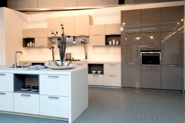Grote Keuken Showroom : woonwinkel van Nederland! Grote eiland keuken (8.3) [48763