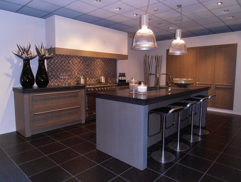 De voordeligste woonwinkel van nederland luxe eilandkeuken incl fornuis - Eigentijdse keuken met centraal eiland ...