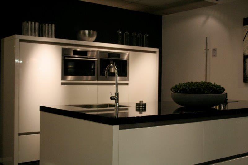 Kastenwand Keuken Showroom : woonwinkel van Nederland! Salvani hoogglans lak keuken [42377