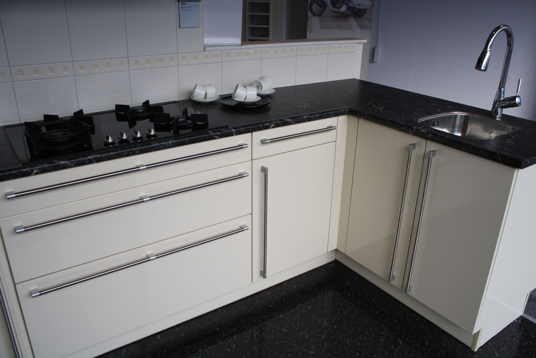 De voordeligste woonwinkel van nederland alnosign 48494 - Witte keuken voorzien van gelakt ...