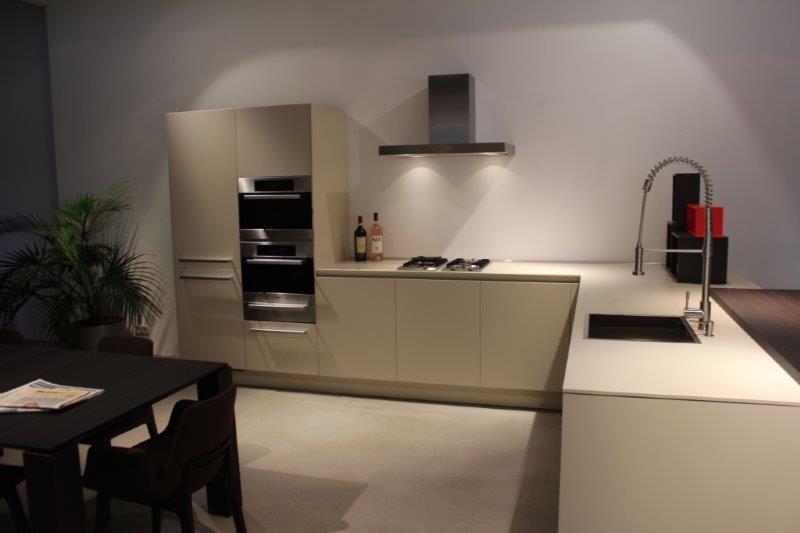 De voordeligste woonwinkel van nederland varenna exclusieve italiaans for Design keukens