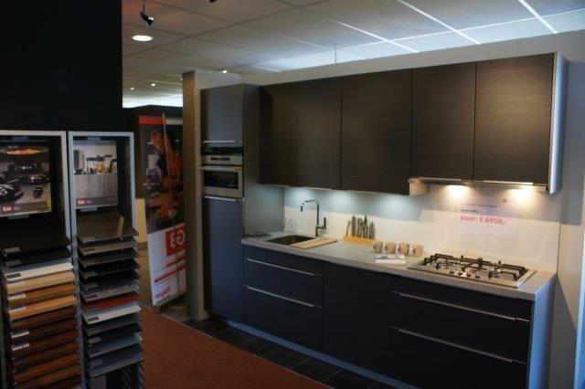 Antraciet Keuken : woonwinkel van Nederland! Antraciet grijze hout keuken. [53460