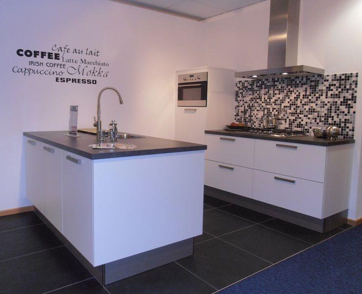 De voordeligste woonwinkel van nederland compacte eilandkeuken in arctis - Eiland in de kleine keuken ...