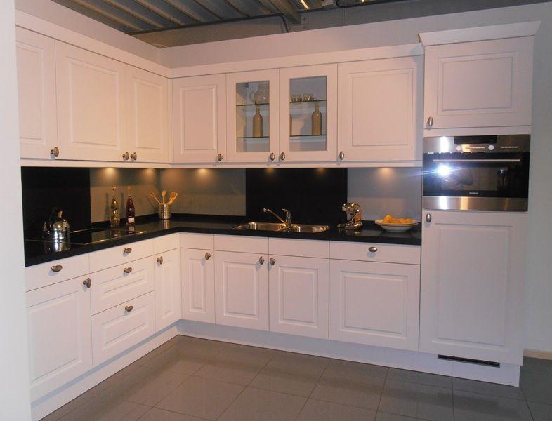 De voordeligste woonwinkel van nederland klassieke keuken in de kleur - De klassieke keuken ...
