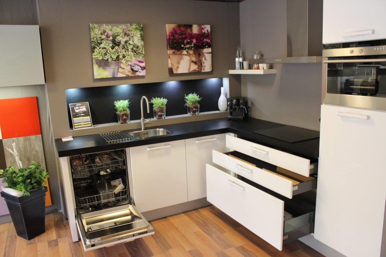 De voordeligste woonwinkel van nederland hoogglans lak 47356 - Keuken witte lak ...