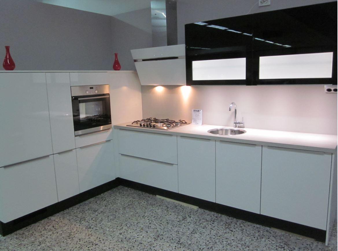 Keuken Plint Monteren : De voordeligste woonwinkel van Nederland! Nolte Paars keuken [33600