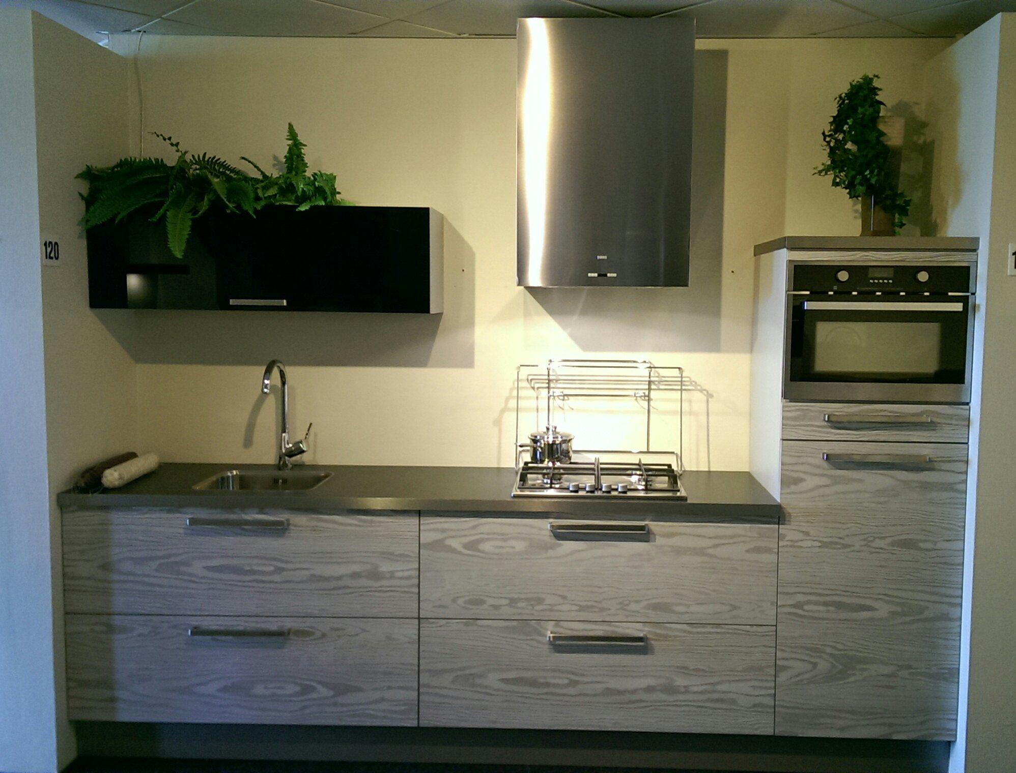 De voordeligste woonwinkel van nederland kleine rechte keuken y120 49646 for Kleine keukens fotos
